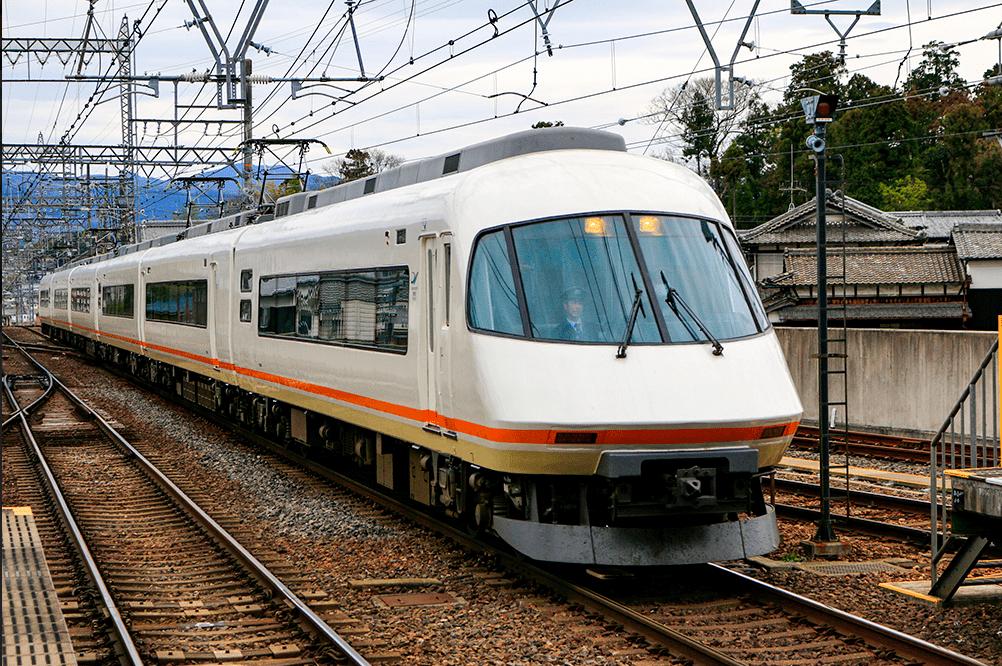 【名張市】桔梗が丘駅で人身事故の為、近鉄大阪線が一時運転見合わせ。一部運休や遅延が続いている模様です。